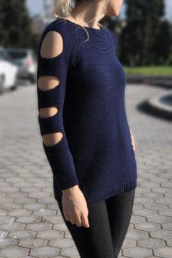 Πλεκτή μπλούζα με σκισίματα στα μανίκια