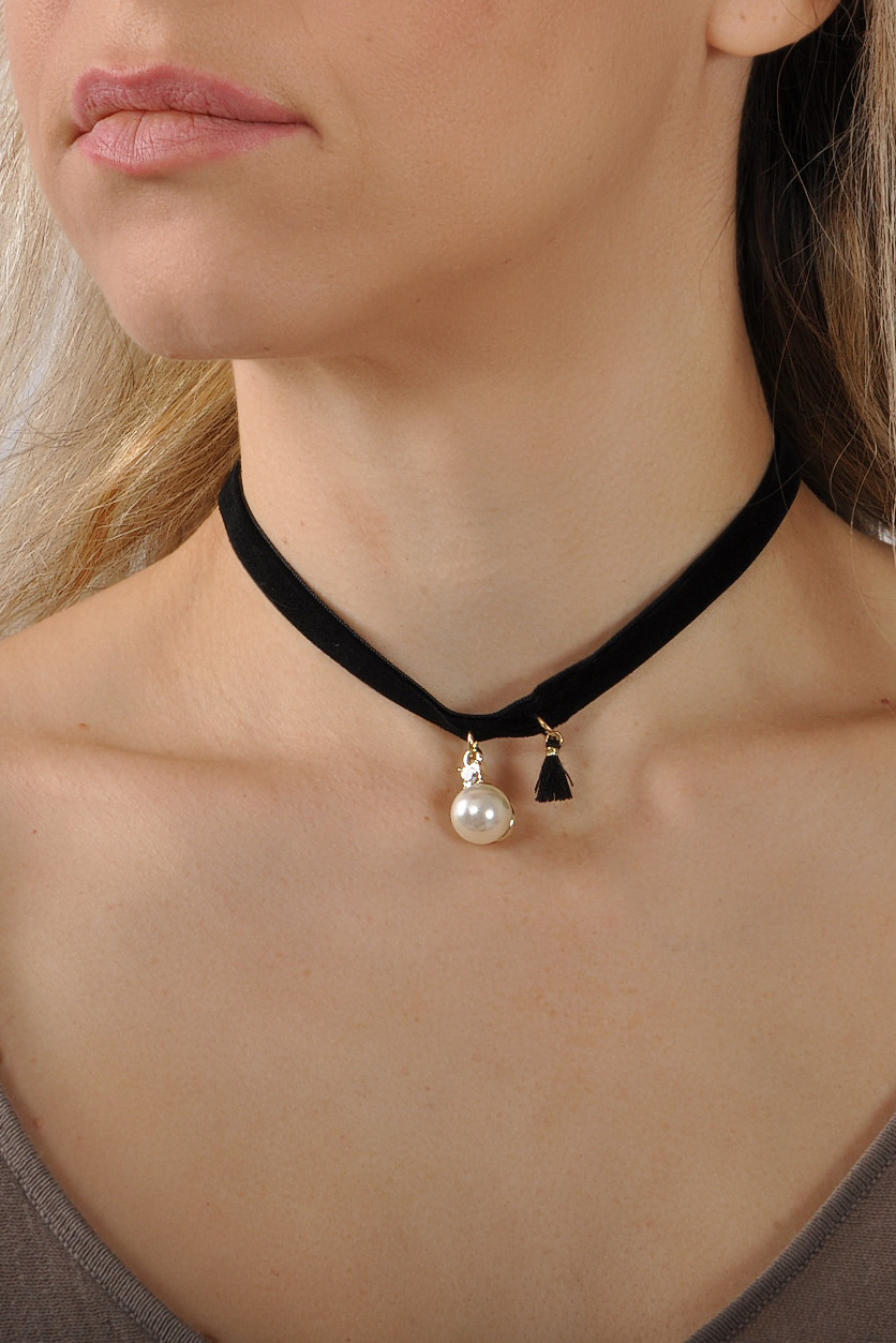 Choker με πέρλα και φουντίτσα