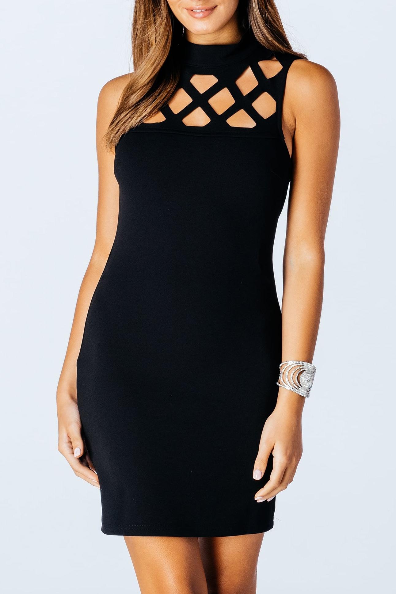 Mini φόρεμα με κοψίματα σε ντεκολτέ και πλάτη