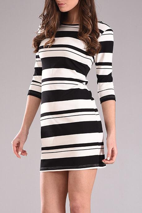 Φόρεμα ριγέ σε ίσια γραμμή
