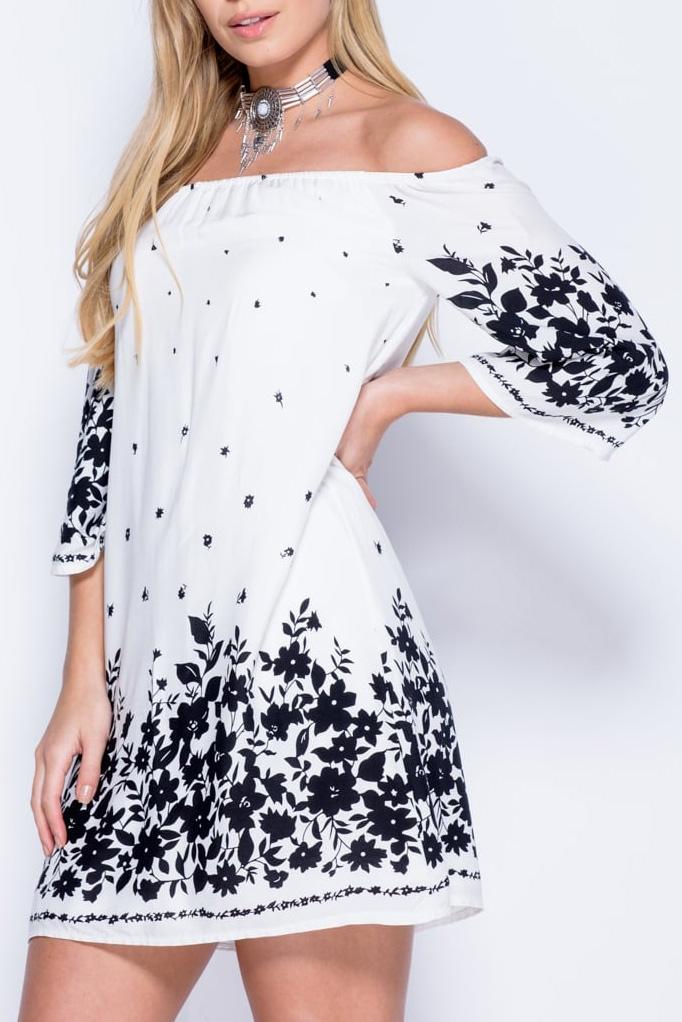 Mini φόρεμα στράπλες με μανίκια 3/4