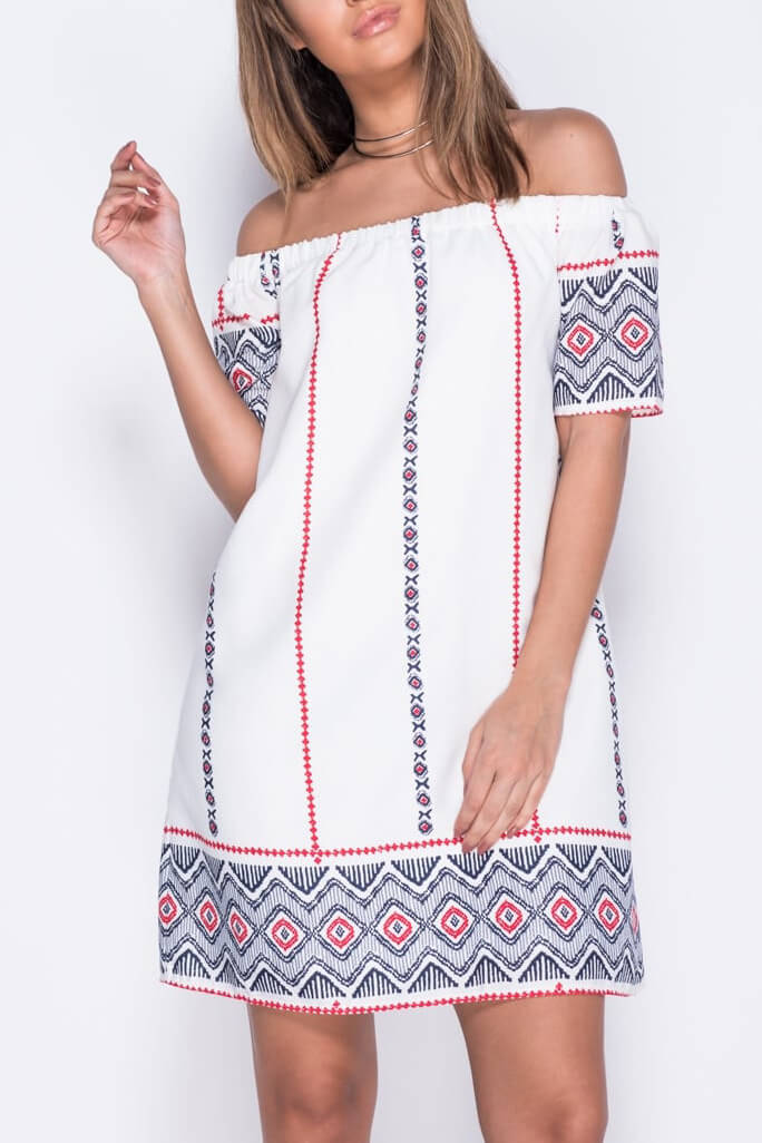 Bardot φόρεμα σε άνετη γραμμή