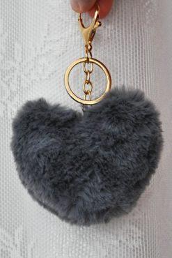 γούνινο μπρελόκ με γκρι πομ πομ σε σχήμα καρδιάς
