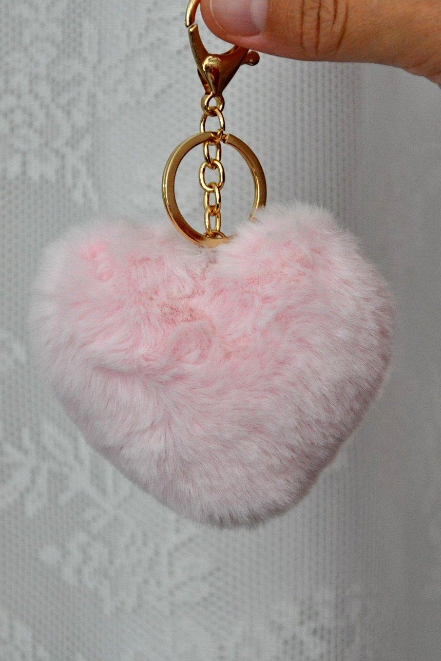 γούνινο μπρελόκ με ροζ φούντα σε σχήμα καρδιάς