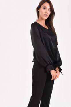 Μπλούζα σατέν με δέσιμο στο μανίκι μαύρη