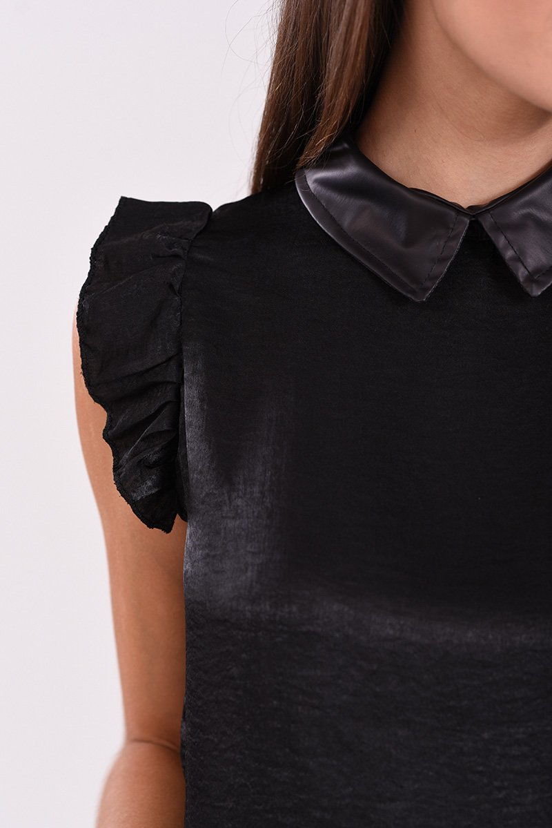 9e8bb0f918f2 Μπλούζα με βολάν και γιακά από δερματίνη σε μαύρο χρώμα