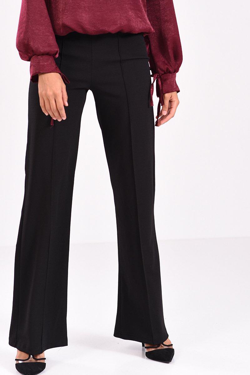 69a563f7e5f9 Μαύρη παντελόνα κρεπ με μεσαίο καβάλο και ραφή