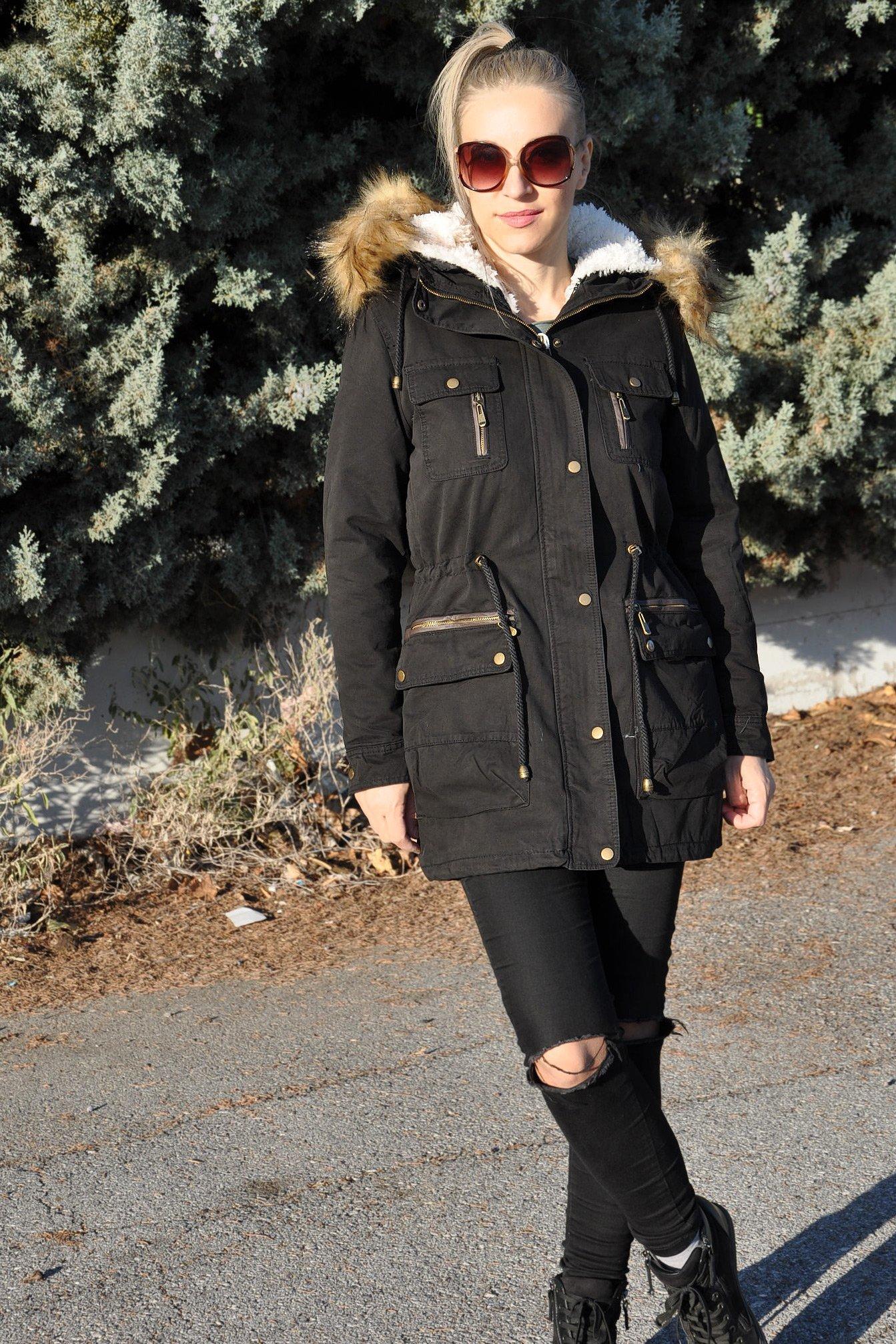 Γυναικείο μπουφάν παρκά με γούνινη κουκούλα σε μαύρο χρώμα 872a617a85d