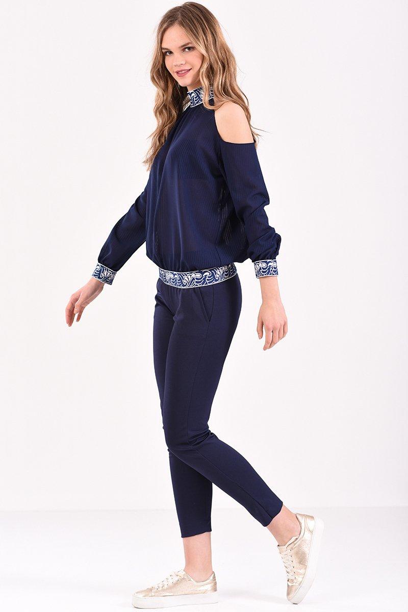 ffa79b8621e2 Μπλούζα με έξω ώμους και λάστιχο εμπριμέ σε μπλε χρώμα