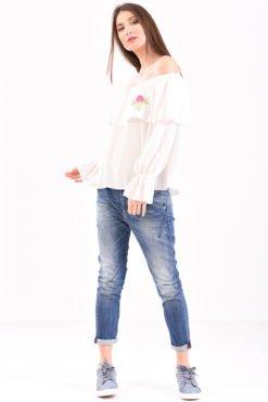 Μπλούζα με έξω ώμους βολάν και κέντημα σε λευκό χρώμα