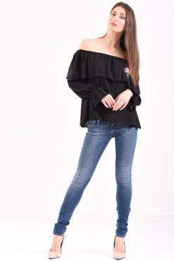 Μπλούζα με έξω ώμους βολάν και κέντημα σε μαύρο χρώμα