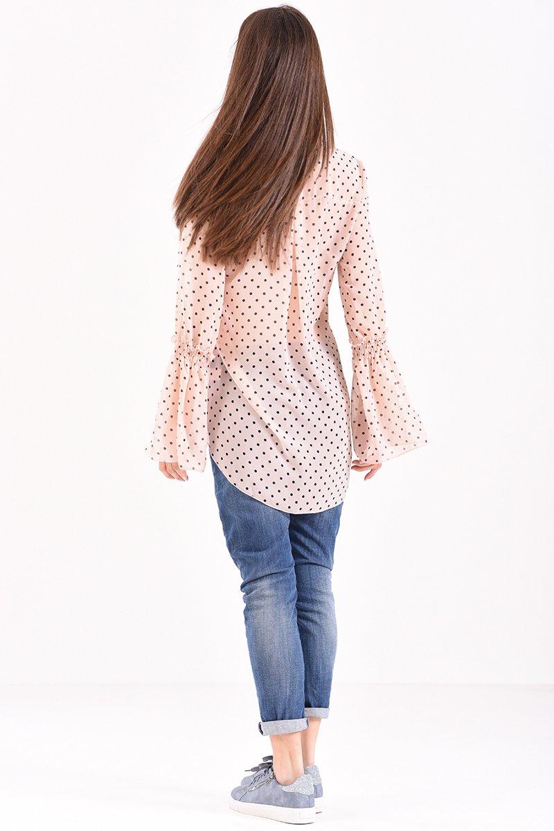 6f79a86702d3 Γυναικείο πουκάμισο πουά με βολάν στο μανίκι σε nude χρώμα