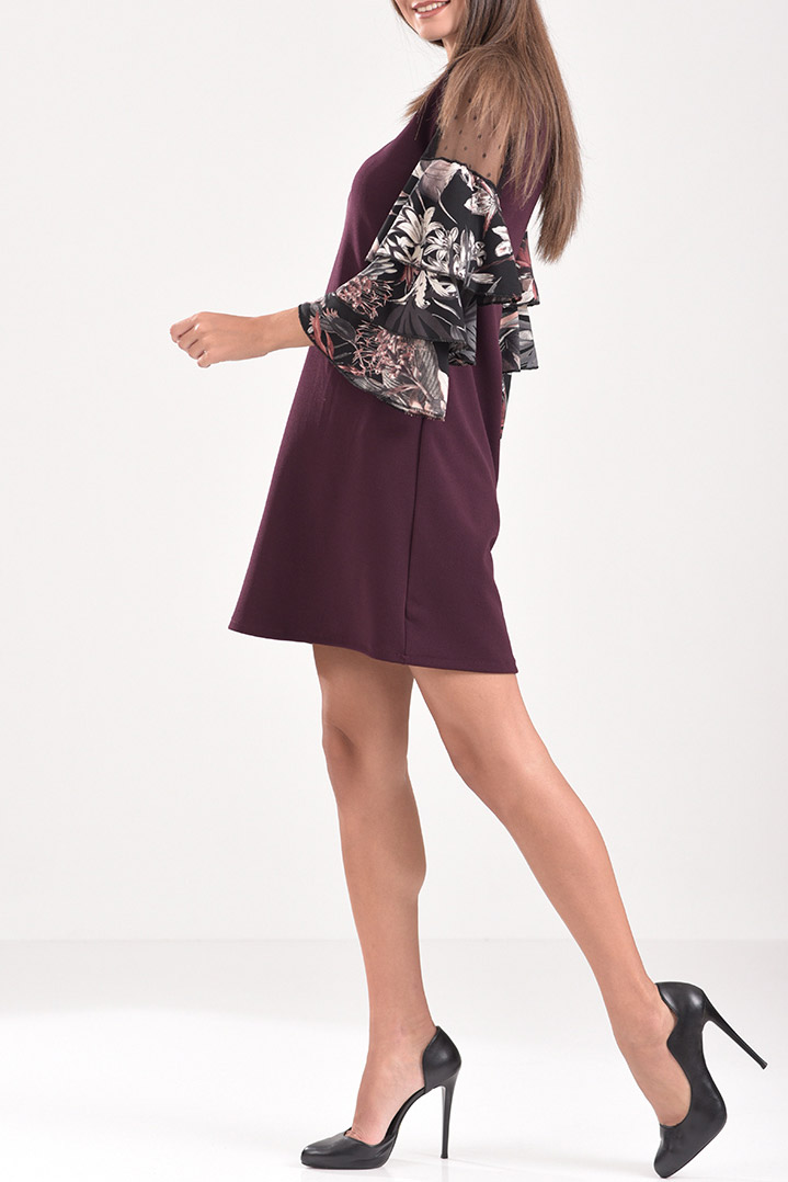 0bd6194e8db2 Κοντό φόρεμα με βολάν και διαφάνεια στα μανίκια σε μπορντό χρώμα