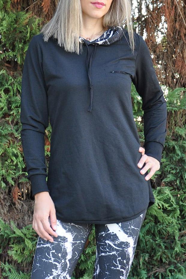 d160d48bfca Μπλούζα φούτερ με εμπριμέ κουκούλα και κοψίματα σε μαύρο χρώμα