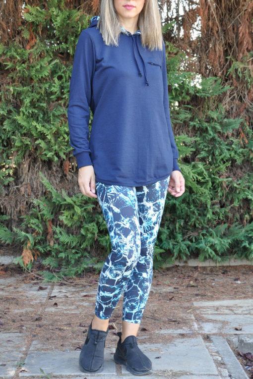 Μπλούζα φούτερ με εμπριμέ κουκούλα και κοψίματα σε μπλε χρώμα