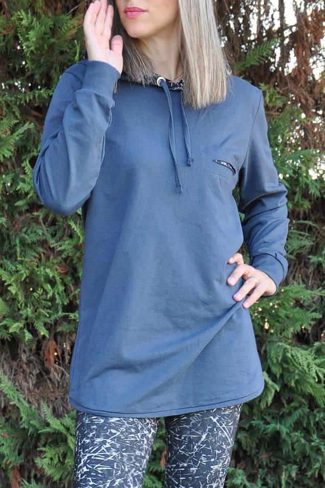bb1f947d79d Μπλούζα φούτερ με εμπριμέ κουκούλα και κοψίματα σε ραφ χρώμα –