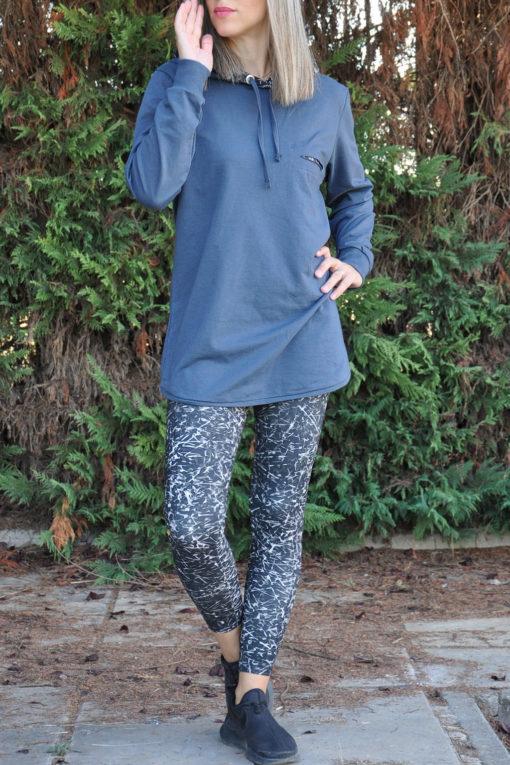 Μπλούζα φούτερ με εμπριμέ κουκούλα και κοψίματα σε ραφ χρώμα
