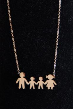Κολιέ οικογένεια ατσάλινο με μαμά, μπαμπά, 2 γιούς σε ροζ-χρυσή απόχρωση