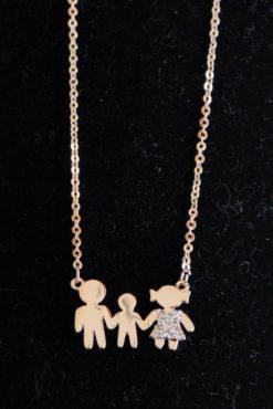 Κολιέ οικογένεια ατσάλινο με μαμά, μπαμπά, γιό και στρασάκια σε ροζ-χρυσή απόχρωση