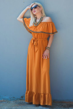 Μάξι στράπλες φόρεμα με βολάν και πομ πομ σε ώχρα