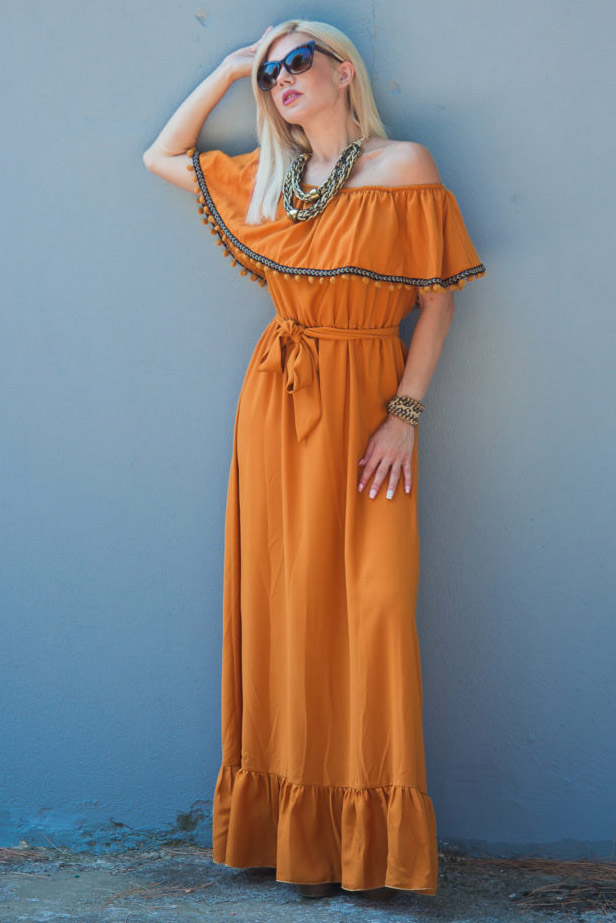 c92b36cdf8f5 Μάξι στράπλες φόρεμα με βολάν και πομ πομ στο μπούστο σε ώχρα