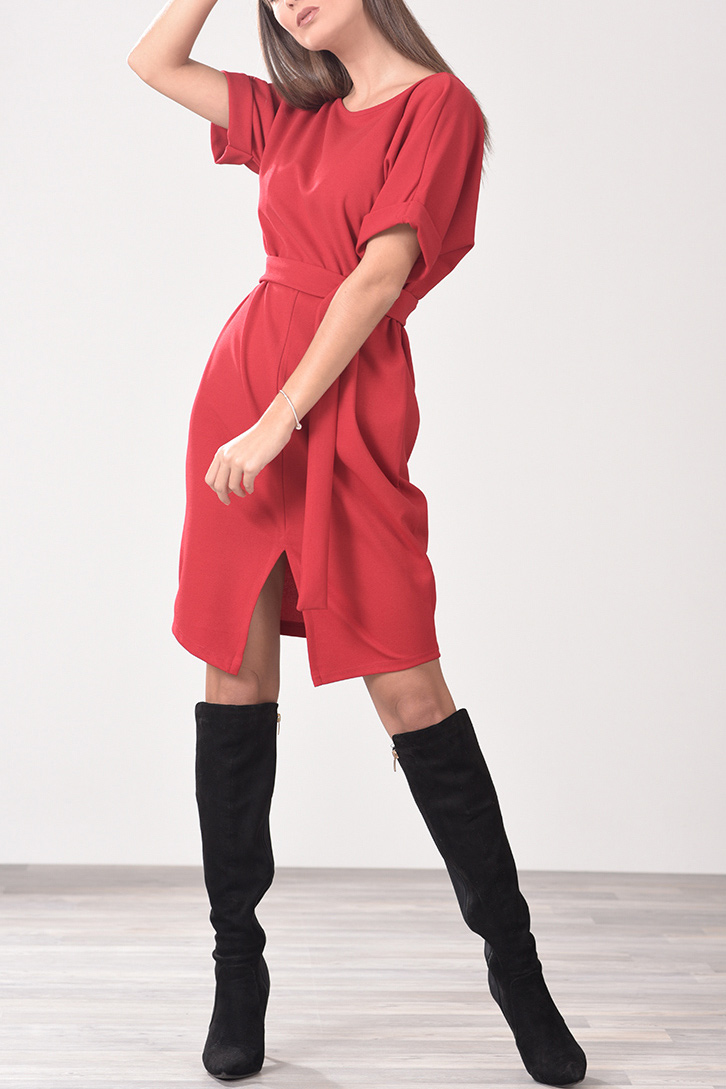 5266d3bc0d2c Φόρεμα με άνοιγμα μπροστά και ζωνάκι στη μέση σε κόκκινο χρώμα