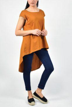 Μακριά ασύμμετρη μπλούζα με μικρό άνοιγμα στην πλάτη