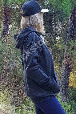Γυναικεία μπλούζα φούτερ γκρι με στάμπα και κουκούλα