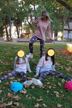 Παιδικό κολάν dry-fit εμπριμέ σε ροζ και γκρι αποχρώσεις