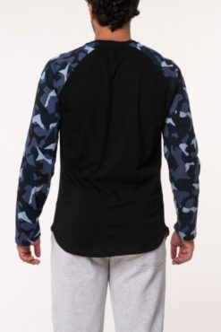 Μπλούζα βαμβακερή με εμπριμέ μανίκια μαύρη