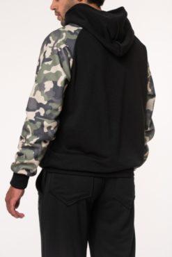 Μπλούζα φούτερ με κουκούλα κι εμπριμέ μανίκια μαύρη
